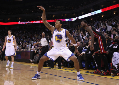 24seconds:  Brandon Rush #4 Of The Golden State Warriors Reacts - Yahoo! Sports Photos