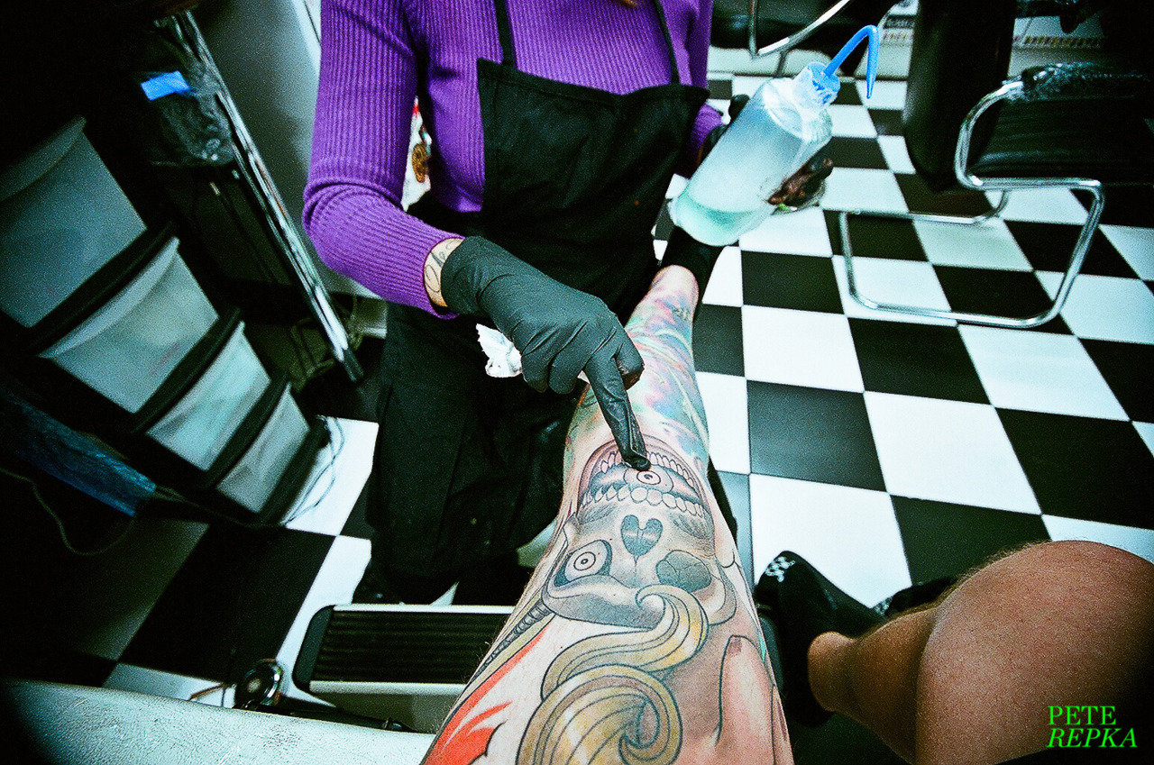 gettingink:  Inma cleans my finished knee.