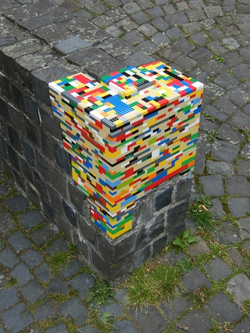 thisbigcity:  Why not use Lego to fix your city? 不如用樂高積木修補城市吧。  This is a boss idea. I would love to see this… but I value my own Lego too highly to ever do it. A paradox to be sure.