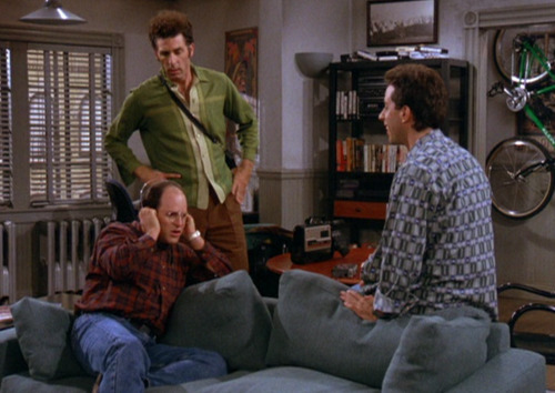 um dos melhores episódios. dailyseinfeld:  Jerry: Oh! God.. Oh! man…..Oh! brother!!! I can't believe what I'm hearing. This woman his talking to me on my tape recorder while I was on stage. This is wild. I've never heard anything like this in my life. Listen to this.George: (George puts on the headphones) Oh! my god…Kramer: Give me it..(tries to pull them off George's head)George: Wa..Wait.Wait!……Who is this woman?Jerry: I don't know . I have no idea . I was just listening and she came on.George: This is like a Penthouse letter…Why can't I meet women like this?Kramer: All right Come on….George: WAIT ,WAIT, WAIT, WAIT!!!!…. Where was the tape recorder?Jerry: It was in the back of the room on the left, she must have been sitting right in front of it.George: My god!!! Kramer: C'mon it's my turn.George: All right, All right, all, right!!! (via The Tape)