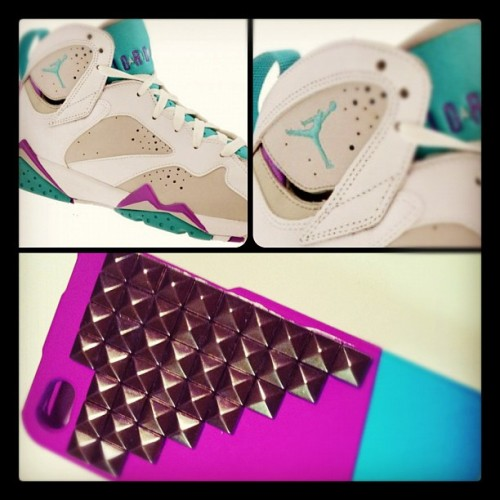 A matching Iphone 4 case with your J's? I think yes.  #goodDay. #ladyswag #iphone4 #fashionlab #lsdfashion #fashionaccessory #lsdfashionlab #iphone4cover #iphonecover #iphone #studdediphone #jordans #customlsdcase