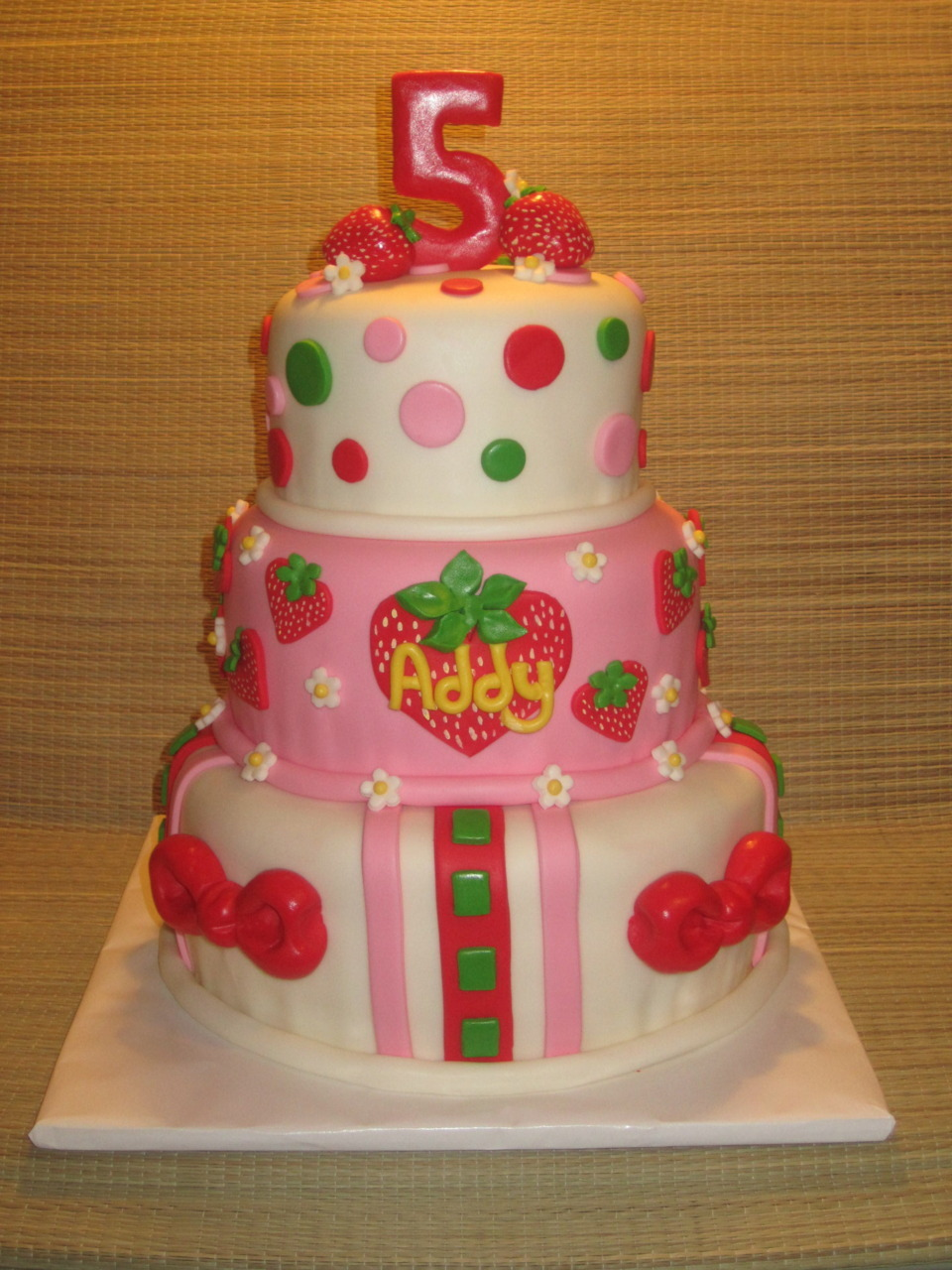 Fabulous Baker Boy created this tasty Strawberry Shortcake-themed tier cake…delicious!
