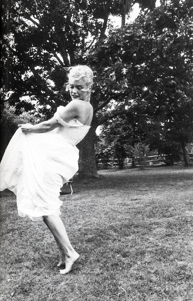 tick-le:  vintagegal:  Marilyn Monroe by Sam Shaw (1957)  (via imgTumble)