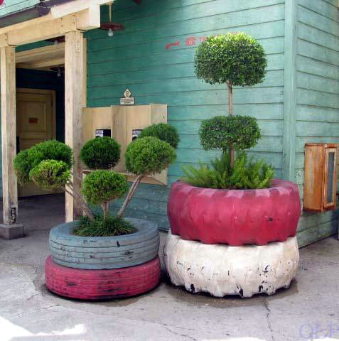 ecosnobberysucks:  (via Tire planters | Recyclart)