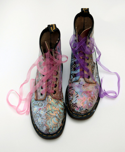 marrypotter:  Doc Martens painted and drawn on by Mirren Kessling
