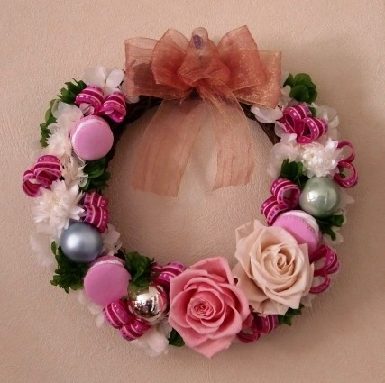 It's a lolita christmas wreath! ^_^ This gives me an idea for next year…