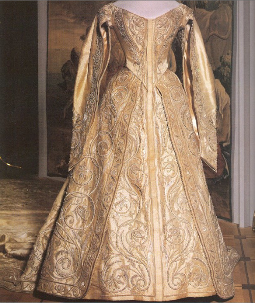 historicalfashion:  Coronation gown of Empress Alexandra, 1896  This is my corgi's armor in dress form  (mental note: DO NOT try and sew a dress for your dog. there are limits to indulging your stupid impulses)