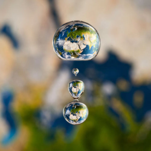 TinRek29:  What an art!!!!  Earth in droplet msmigot:  Tiny Worlds! Markus Reugels makes worlds appear in water droplets. He uses high-speed photography to capture the exact moment a droplet frames a planetary backdrop. He places images of the planets in the background and then lets the drop fall, triggering his camera at the correct split-second moment. (via Telegraph)