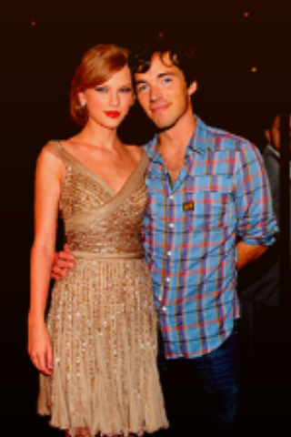 Taylor swift and Ian Harding! Two of my favourite people in one photo!