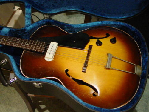 Guild X50 Archtop. Guild had intended for this to be their answer to the Gibson 125, but the Franz single coil pickup they used took the sound into quite different territory. Send your guitars to www.guitarporn.co.uk/submit Like us at www.facebook.com/guitarporn  Follow us at www.twitter.com/guitarporn