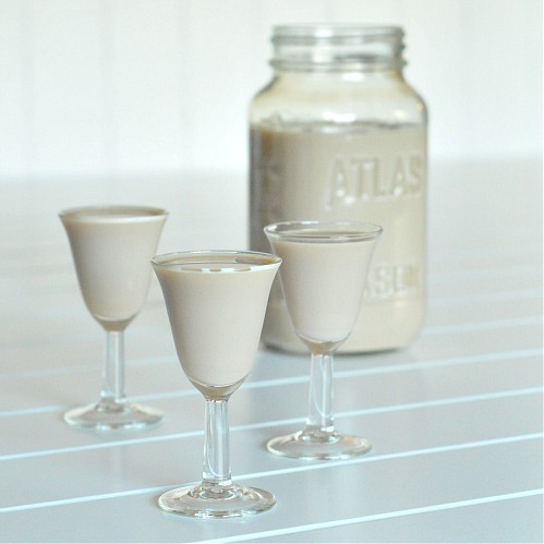 thecakebar:  Homemade Irish Cream! (recipe)