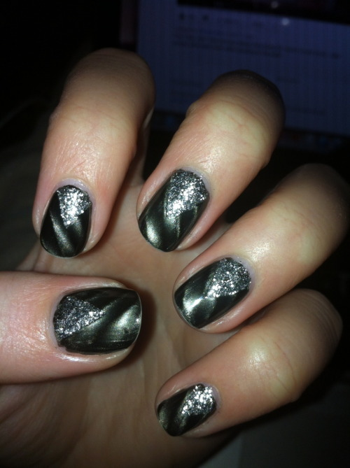 fuckyeahnailart:  (via jennsnails)  what witchcraft made this magnetic polish work so well mine does nothing