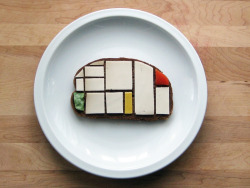 thingsorganizedneatly:  ed: Mondrian sandwich at Low Commitment Projects (great name!) via BOOOOOOOM  De(Stijl)licious