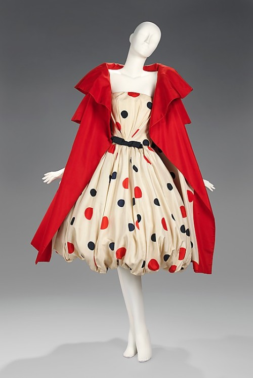 chicurves:  omgthatdress:  Ensemble Arnold Scaasi, 1961 The Metropolitan Museum of Art  Dear Fashion designers, Please make something very similar to this, but big enough to fit my fabulous fat ass. Thank you! ~Stacy  This is beyond great. I'm smitten.