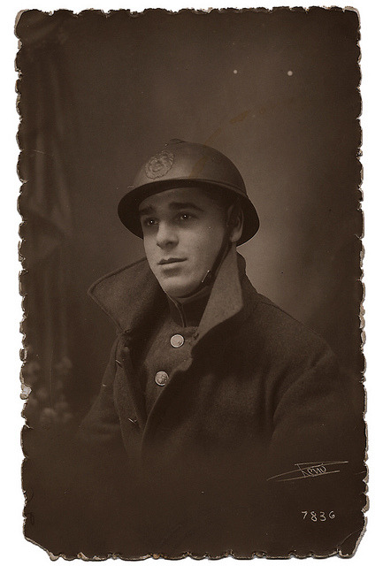 Belgian soldier during WWI, taken in 1916. I love the dreamy, faraway look in his eyes. Spiffy overcoat, too. (Source: Moments of Being)