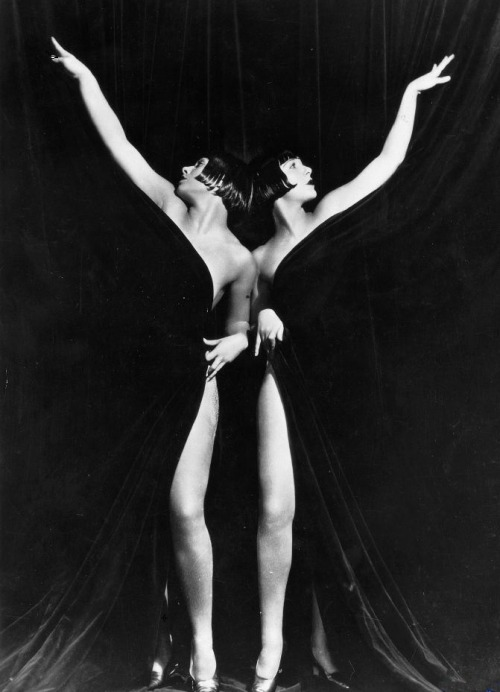 thegirlisbad:  The Sisters G in King of Jazz 1930  Eleanor Gutchrlein and Karla Gutchrlein, aka The Sisters G. you can see some of their sweet dance moves on youtube.