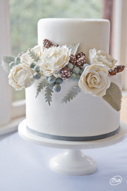 whatifweddings:  Winter white sugar bouquet by Erica OBrien Cake Design. Photo by Brook Allison Photography.