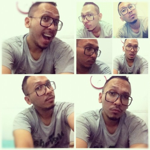 Killing time #me #bored #saturday #night #selfpic #selfpotrait #instagram #instagood #instafreak #iphonesia  (Taken with instagram)