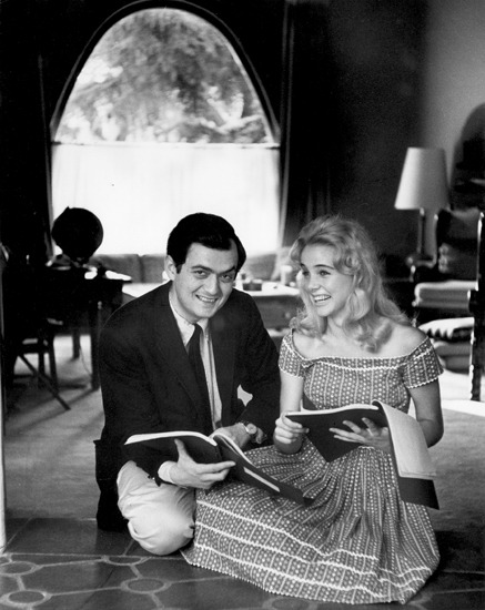 Stanley Kubrick and Sue Lyon read.