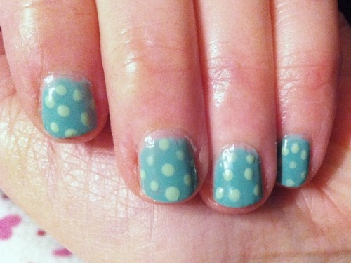 Just a quick polka dot design on my mum's nails :) I use MUA's Shade 5 for the base colour, then Collection 2000's Mint Mojo for the polka dots.