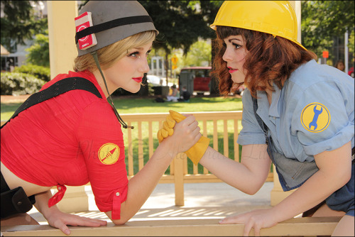 Red Soldier and Blue Engineer from Team Fortress 2Cosplayers: Kelsey (Red Soldier) and missy-cupcake (Blue Engineer)Photographer: mrsmonaghan