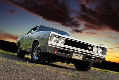 musclecardreaming:  Coronet sunset  IDK about the RT, but Regular Coronets are cheap to buy… And look freakn' awesome.