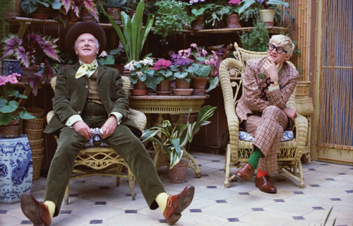 iconoclassic:  David Hockney and Cecil Beaton, Raddish House, 1975 (via Inspirational Imagery: Peter Schlesinger)  yeah this is a million kinds of awesome.
