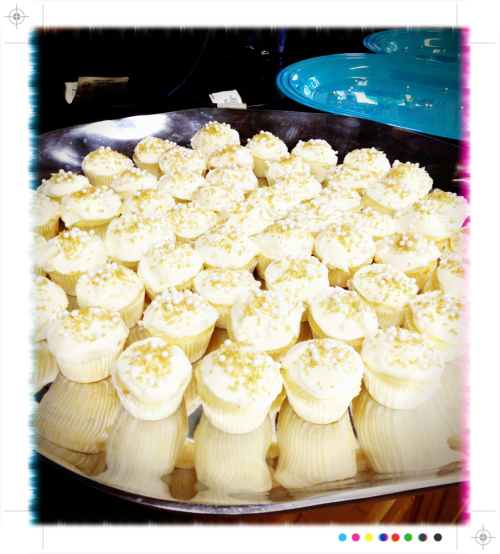 new year's eve champagne cupcakes boxed white cake mix + one cup of champagne simple cream cheese frosting + 2 cups of champagne reduced to 2 Tbsp topped with gold sanding sugar and edible pearls (delicious year-round)