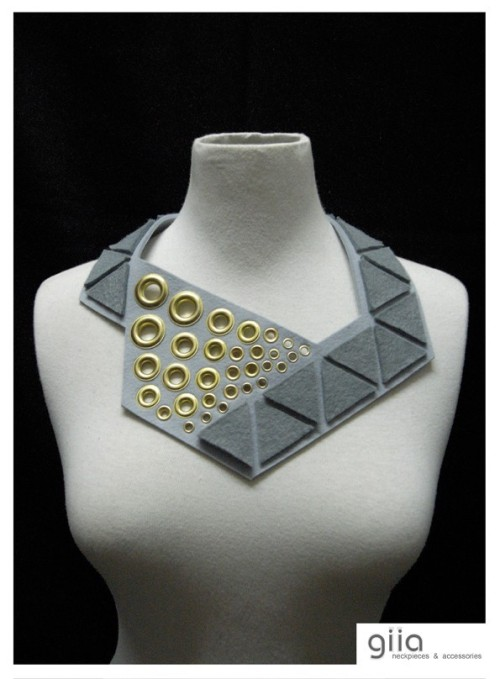 MARIANNE Trien Bib Statement Necklace in Grey shades, giia
