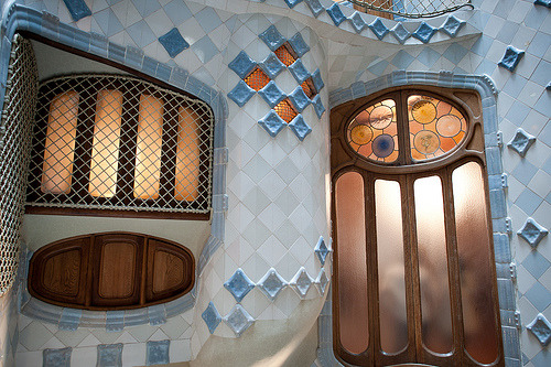 Casa Battlo by Gaudi in Barcelona (by redswept)