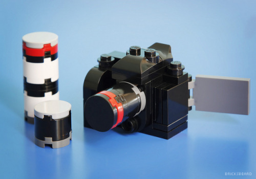 New Tiny LEGO DSLR by Bricksbeard on Flickr.