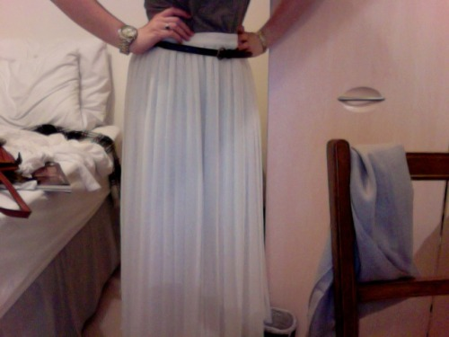 Ivory maxi pleat skirt - £3 in Banardo's
