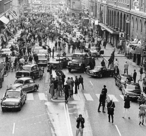 progressivefriends:  Stockholm streets on 3 September 1967, the day when Sweden switched from driving on the left to the right.