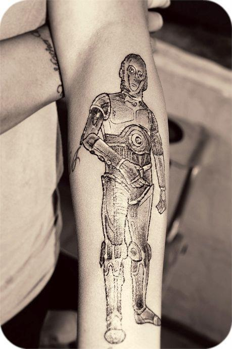 This is my girlfriend's tattoo of C-3PO.  Done by Kristen Page at Traditon's Tattoo in Imperial Beach, California. The picture gives off a glare but Kristen does some truly amazing work!