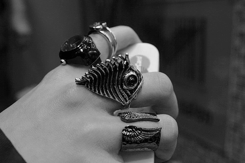 korean-fashion:  i like wearing rings ヘ( ̄ω ̄ヘ)