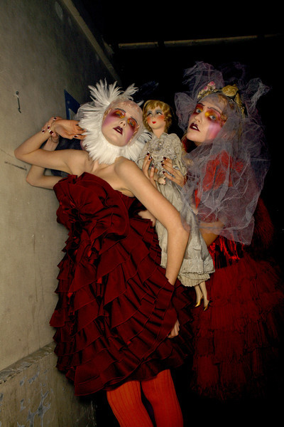 aclockworkpink:  Agyness & Sasha Backstage, John Galliano F/W 2007, Paris Fashion Week