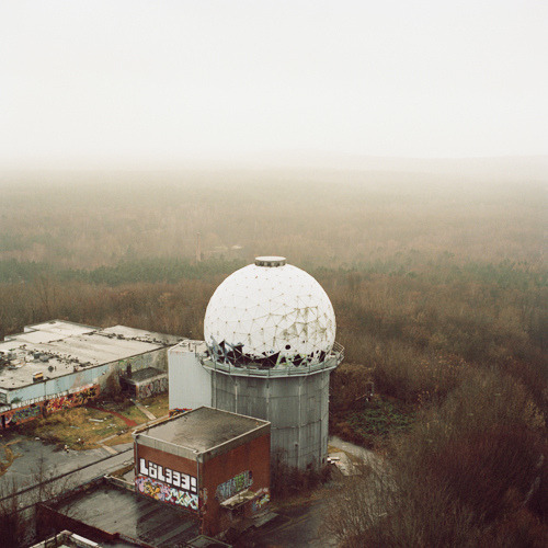walking up to teufelsberg, berlin, december 2011, by johanna wallin (via johanna wallin:)
