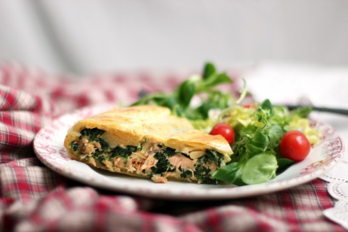 thegourmetgourmand:  Salmon and Spinach Torte