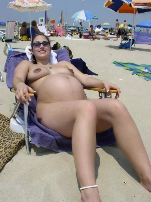 porngirlsblog:  nudistlifestyle:  Pregnant nudist girl sunbathing at the beach.   For More Pics, Videos & Gifs follow PornGirl's Blog.