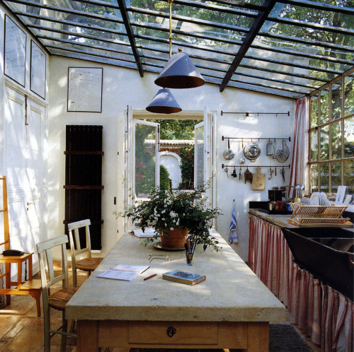 saola:  thisivyhouse:  Glass roofed kitchen  this is so perfect. omg.