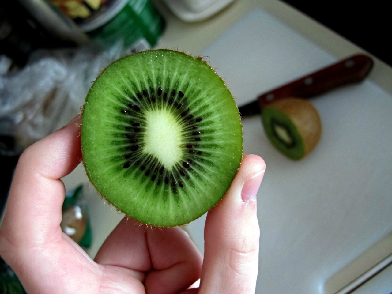 serenity-waves:   my breakfast this morning.. kiwi is so yummy :) x   (via imgTumble)