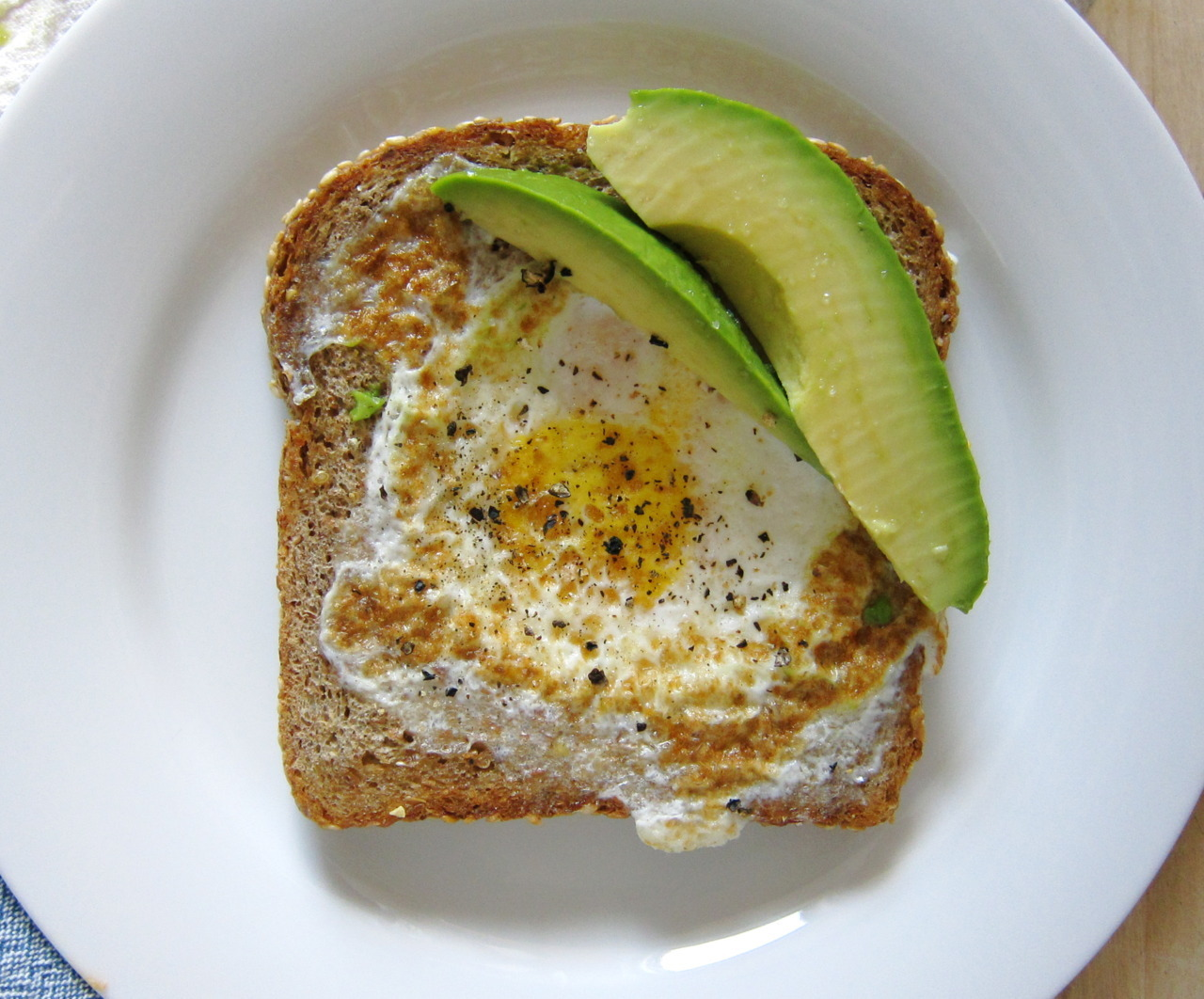 "coconut-cola:  daw-n:  ""egg in a hole"" with avocado   lol get in me ;)"