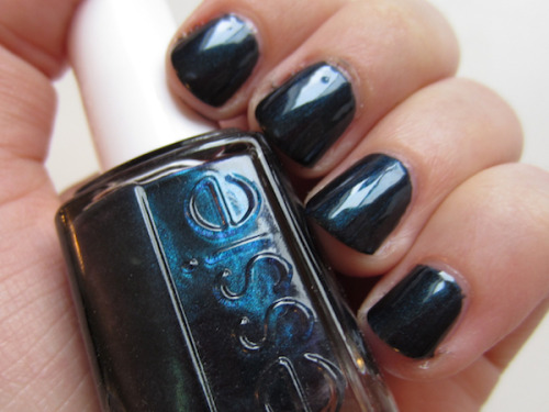 Nail of the Day: Essie Dive Bar! http://www.amarixe.com