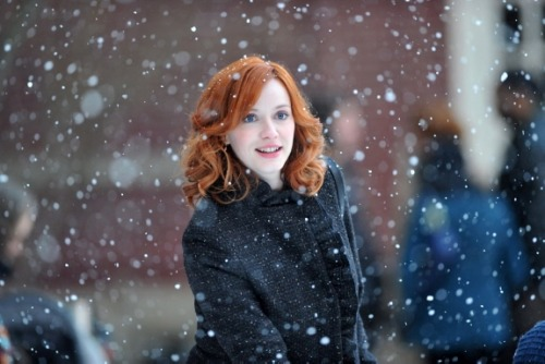 thethorninhisside:  Christina Hendricks in the snow