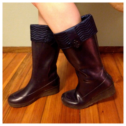 These 70s rain boots from Sperry Top-Sider have bitching cuffs and anchor-button accents: neo-retro nautical? That is a thing, I think.