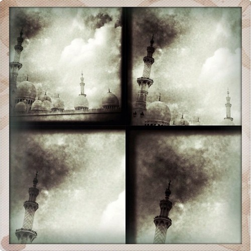 Sheikh Zayed Mosque #hipstamatic #hipstamatics #iphoneography #iphoneographer #iphoneonly #hipaphotographers www.iphonegrapher.ae (Taken with instagram)