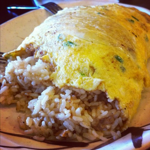 #adobo #omelet 💣💣 #foodstagram #food #filipino #alohakitchen #vegas #verynecessary #nomnom (Taken with Instagram at Aloha Kitchen @ UNLV)