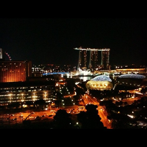 Singapore is very pretty by night! The new casino adds more glamour to it!