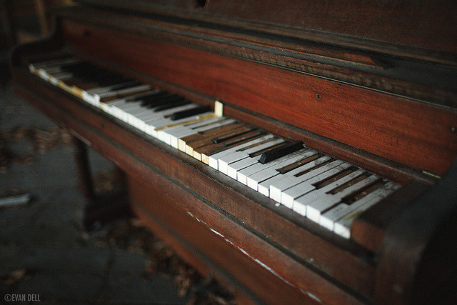 Homeless Baby Grand on Flickr.homeless piano