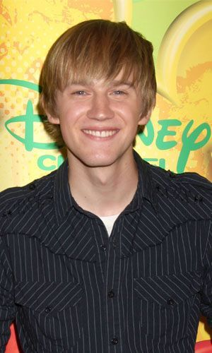 plainwithpurpose:  Is it just me, Or does Jason Dolley look like an (uglier) American version of Tom Felton?